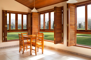 Заказать и купить окна из дерева от производителя
