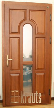 Входная деревянная дверь со стеклом